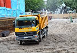 File:Mercedes-Benz Actros 4148 Dump Truck Near Neptunbrunnen In ...