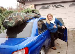 Plastic Wrap Your Christmas Tree by 9 Tips To Get Your Christmas Tree Home Safely Without Damaging