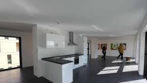 bei häusern mit offenem wohnraum auf steckdosenzahl achten