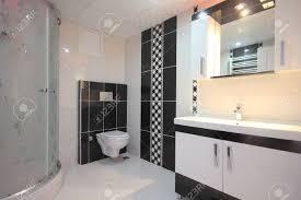 schwarz weiß badezimmer