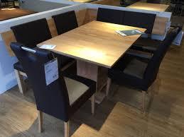 eckbank mit einen stuhl ohne tisch