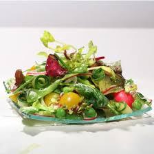 cuisiner des petit pois frais salade de petit pois frais à la menthe sur lit d herbes