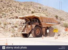 100 240 Truck Caterpillar 793B Mine Haul Truck Ton Nominal Capacity Crossing