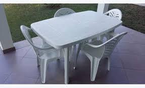 table et 4 chaises table plastique et 4 chaises annonce mobilier et équipement d