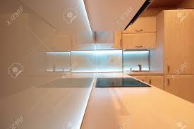 moderne luxus küche mit weißen led beleuchtung