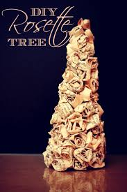 Christmas Tree Books Diy by 271 Best Christmas Trees Images On Pinterest Winter Diy And Burlap