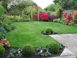 Backyard Decorating Ideas Pinterest by Nice Decoration Small Backyard Landscape Design With Lush Grass