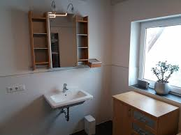 badezimmer spiegelschrank beleuchtet