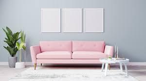 leere plakatrahmen verspotten im hellen wohnzimmer mit rosa