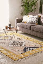 Grey And Taupe Living Room Ideas by Best 25 Taupe Sofa Ideas On Pinterest Gray Couch Decor