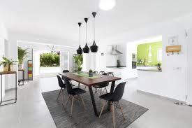 wohnzimmer und offene küche der villa quality rent a