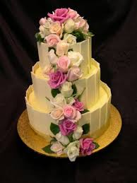 Product Description A modern cake with a traditional fresh rose