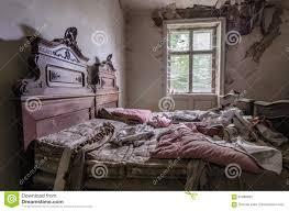 altes verlassenes schlafzimmer stockbild bild