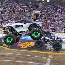 Monsters Monthly — Alien Invasion And Bounty Hunter Racing At The... Monster Duo Bounty Hunter Model Vehicle Sets Hobbydb Jam 2017 Freestyle Youtube Orlando 2018 Wheelie 2 Wheel Hot Wheels 2003 35 1st Ed Rare Ebay The World Of Gord Toronto Hot Wheels Monster Jam Includes Team Flag Bounty Hunter Edge New Look Amazoncom 2013 Truck With Buy Diecast 124 Maple Leaf Comes To Vancouver Saturday February 28 Filesky De Hunterpng Wikimedia Commons