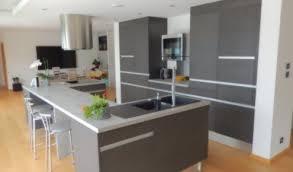 cuisine moderne design avec ilot cuisine aménagée réalisations golbey
