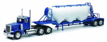 Amazon.com: 1:32 Scale Peterbilt 379 Pneumatic Trailer: New Ray ...