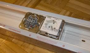 kabelkanäle oder brüstungskanäle für werkstatt elektronik