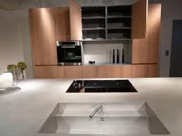 conception de cuisine en ligne cuisine sans poignee inox et bois chêne scierie eggersmann ligne