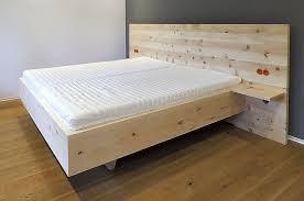 modernes bett aus zirbenholz bett design modern