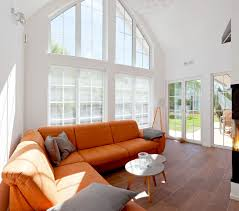 wohnzimmer mit offener galerie und giebelverglasung homify