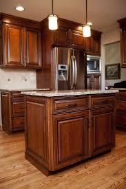 Kitchen Backsplash Ideas With Dark Oak Cabinets by Best 25 Maple Cabinets Ideas On Pinterest Maple Kitchen