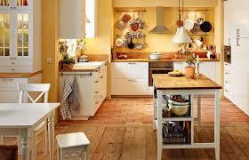 ansicht der ganzen küche mit esstisch ikea kücheninsel