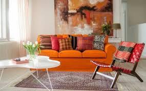 wandbilder wohnzimmer oranges sofa dekokissen teppich