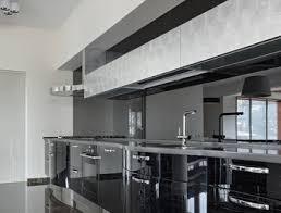 cuisine en verre crédence de cuisine sur mesure miroir