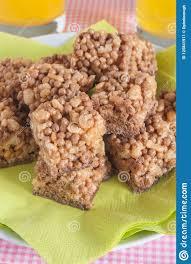 schokoladen puffreis kuchen stockbild bild biskuit