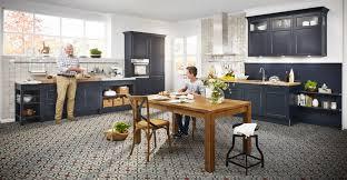küche esszimmer und gemütlicher wohnbereich in einem die