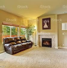 gemütliches wohnzimmer mit teppich und kamin stockfoto und mehr bilder 2015
