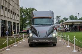 100 Images Of Semi Trucks Cummins AEOS Electric Truck Will Go On Sale In 2019 Autoevolution