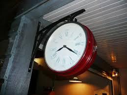 horloge de cuisine dé horloge cuisine d eté photo 8 14 repeinte en bordeaux et