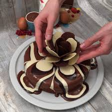 cake decorating hack for chocolate