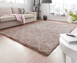 design velours teppich hochflor grau rosa teppich