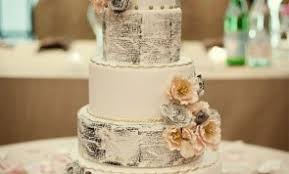 Bring Golden Memories To Life With Vintage Wedding Cake Theme