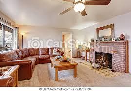 gemütliches wohnzimmer mit ledersofa und kamin gemütliches