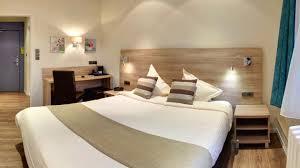 hotel et dans la chambre les chambres du grand hôtel de metz