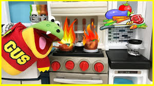 Step2 Kitchens U0026 Play Food by Pretend Play Cooking And Food Toys With Gus The Gummy Gator Youtube