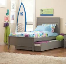 Extra Twin Bed with Trundle Design for Savvy Solution