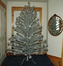 Evergleam Aluminum Christmas Tree by Silver Christmas Tree With Color Wheel Vintage Christmas Lights