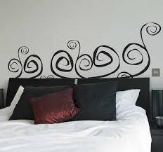 abstraktes wandtattoo schlafzimmer