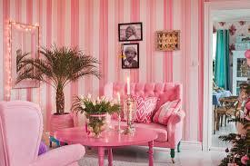 kitschiges wohnzimmer ganz in pink und bild kaufen