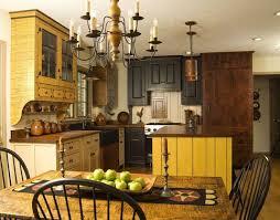 Primitive Decor Kitchen Cabinets by Best 25 Colonial Kitchen Ideas On Pinterest Colonial Windsor
