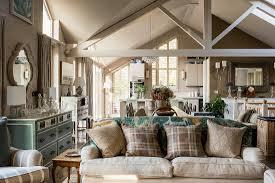 klassisches wohnzimmer in beige mit bild kaufen