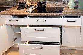 nolte musterküche kleine küche in weiß mit elementen in