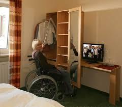 barrierefreies und rollstuhlgeeignetes hotelzimmer in