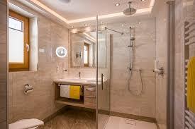 doppelzimmer altholz badezimmer mit ebenerdiger dusche