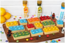 lego zitronenkuchen mit natürlichen essenzen eingefärbt