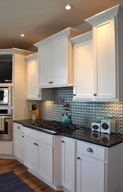 poign de placard cuisine cuisine poignees placard cuisine avec blanc couleur poignees